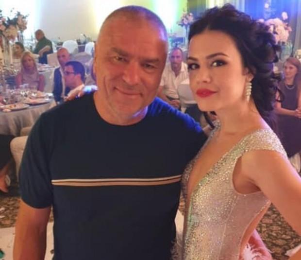 Фейсбук Веселин Марешкиучаства в сватба, но не на член на