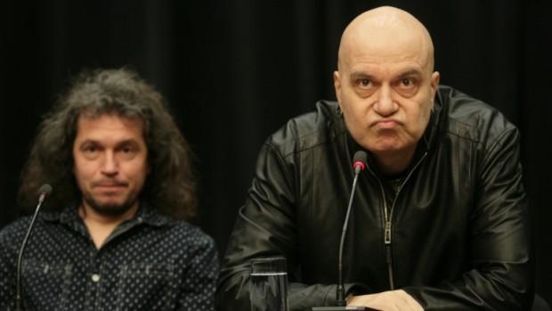 Слави Трифонов публикува във фейсбук видеоклип с политически послания. В