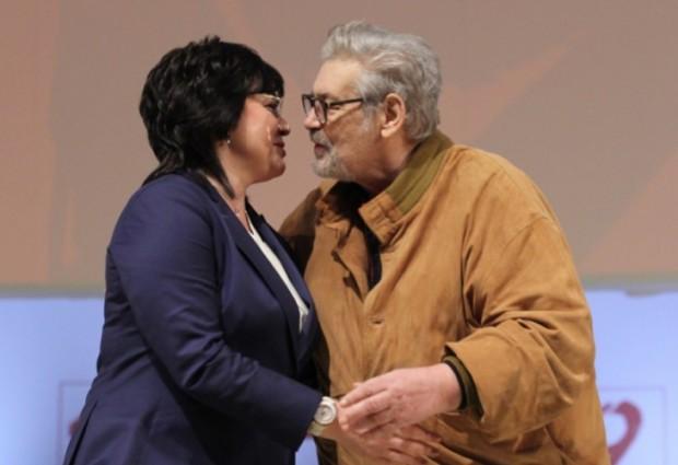Корнелия Нинова изрази своята подкрепа към големия български актьор. Ето