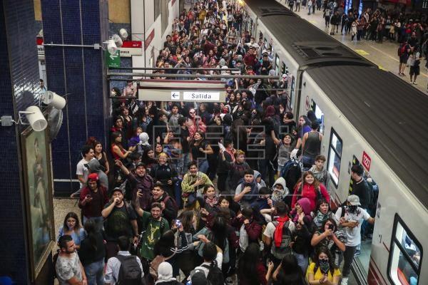 Президентът на Чили Себастиан Пинера обяви извънредно положение заради бунтовете