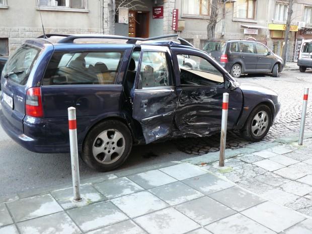 АрхивВследствие на инцидента пътничка от автомобила (35 г.) получава фрактура