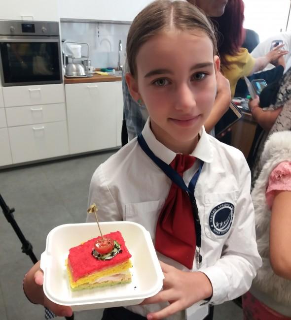 Александра Николова от Частно средно училище