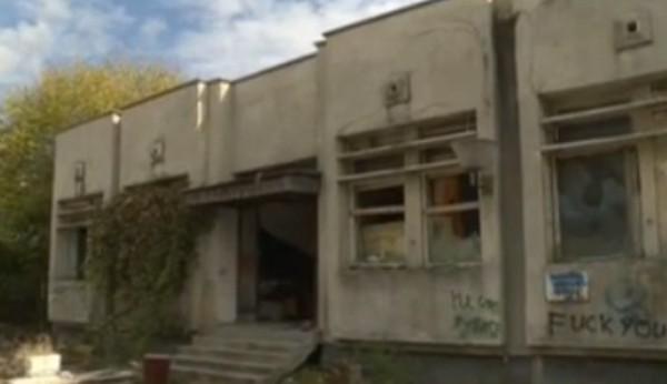 БНТКрадци разграбват бившето поделение на Строителни войски във варненския квартал