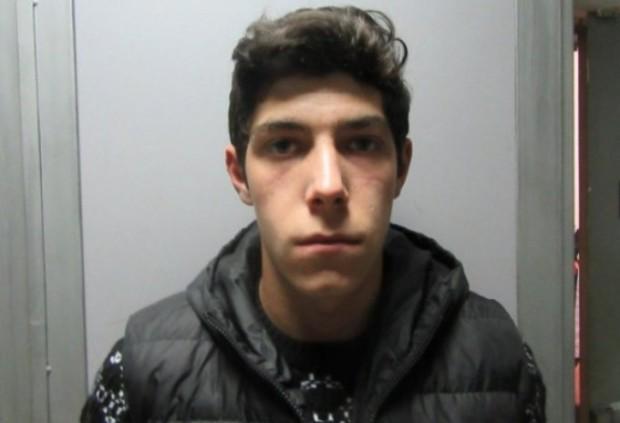 Криминалисти установиха и задържаха 18-годишния Мартин Шахънски, който в нощта