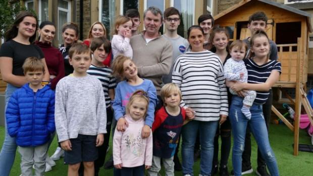 Най-многодетното семейство във Великобритания ще се увеличи соще едно дете,
