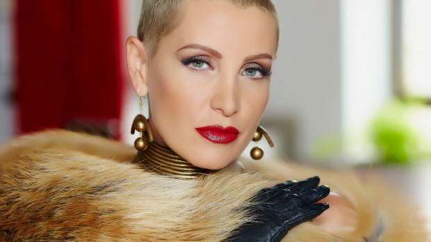 Джина Стоева е една от най-нестандартните поп фолк изпълнителки през