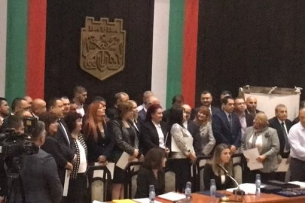 В залата присъстваха новоизбраните общински съветници, новите кметове на райони