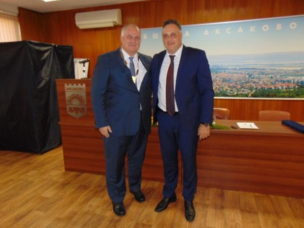 На тържествена сесия, с участието на областния управител Стоян Пасев,