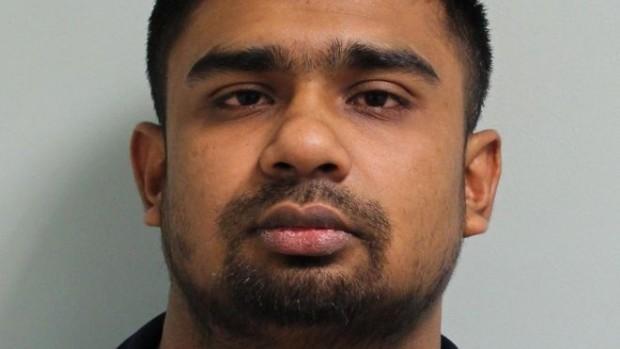 > Зия Удин27-годишният Зия Удин от Източен Лондон напада четири
