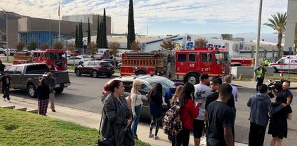 ТуитърПолицията в Калифорния преследва стрелец, открил огън в гимназия северно