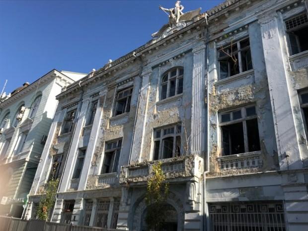 Varna24.bg Започна ремонт на емблематичната сграда на някогашната Софийска банка