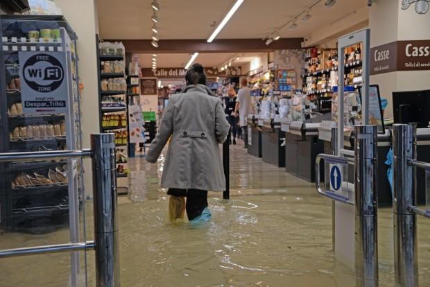 Опустошена Венеция се готви в неделя за безпрецедентно трето голямо