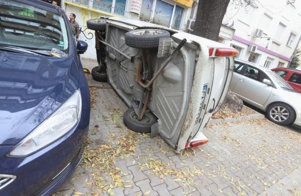 БГНЕСШофьор обърна кола, за да си освободи място за паркиране