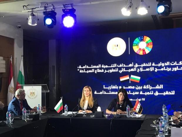 Българският министър на туризма Николина Ангелкова и египетската й колега