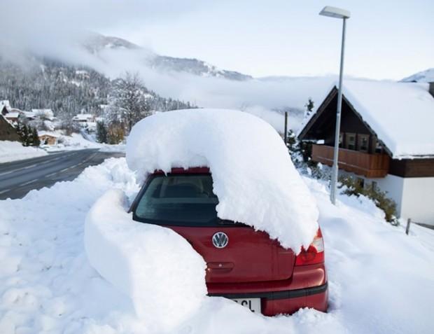 Обилен дъжд и снеговалеж предизвикаха редица свлачища, лавини и спирания