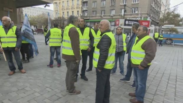 bTVПореден протест на собственици на малки бензиностанции пред Министерството на