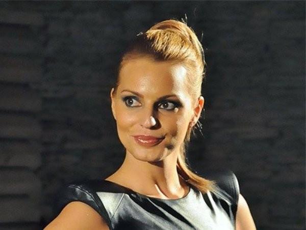 Зорница Линдарева вече няма да носи екстеншънина главата си.Известната манекенка