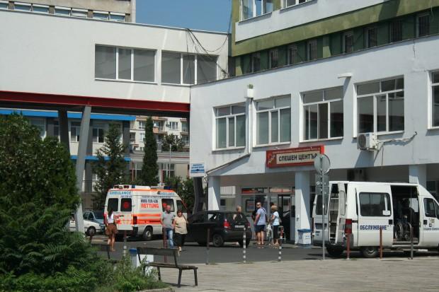 Снимка: Мъж се хвърли от висок етаж на болница в Бургас!