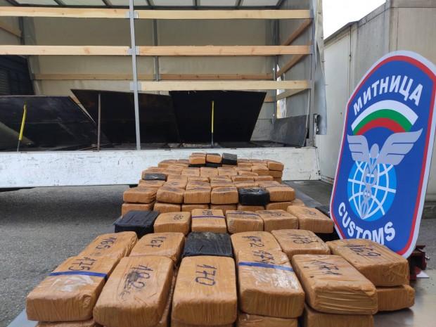 Снимка: Задържаха рекордна пратка хероин за над 3,6 млн. лв. на Дунав мост
