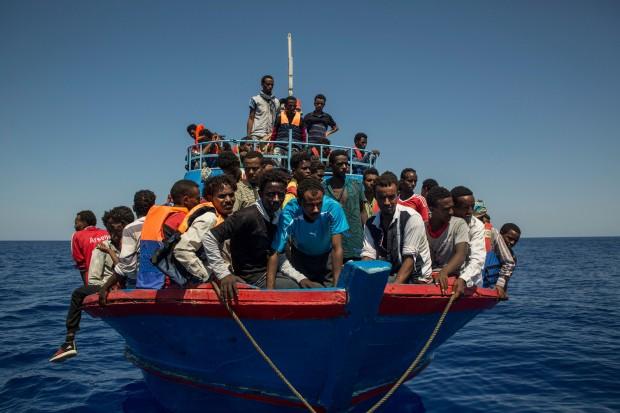 Крайбрежната охрана на Испания спаси 79 мигранти, включително 9 деца
