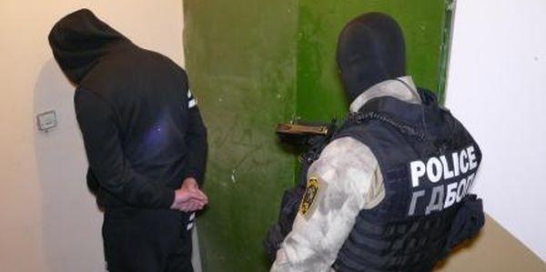 Снимка: ГДБОП удари компютърни измамници, ощетили много световни фирми! Четирима от задържаните са българи