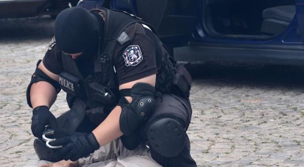 Снимка: Специализирани полицейски акции в тъмните часове на денонощието заради кражби от жени