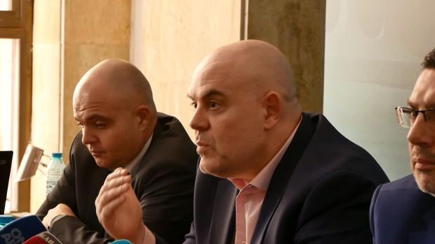 В България не живеем във времената на мутрите, те свършиха.