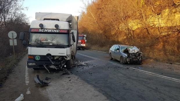 bTVТежка катастрофа на международния път Е-79 край мездренското село Ребърково