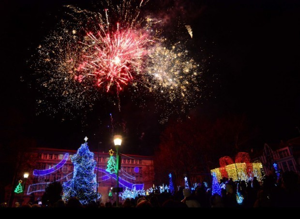 Светлините на коледната елха във Варна ще бъдат запалени традиционно