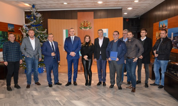 Кметът Иван Портних проведе работна среща с представители на Камарата