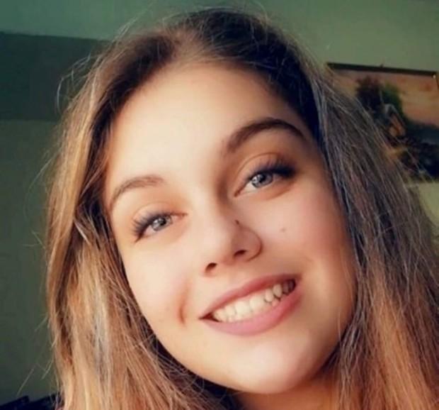 Фейсбук14-годишната Симона, която пострада тежко при ПТП на спирката на
