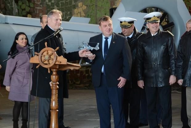 Кметът Иван Портних присъства вчера на тържествена церемония по приемането