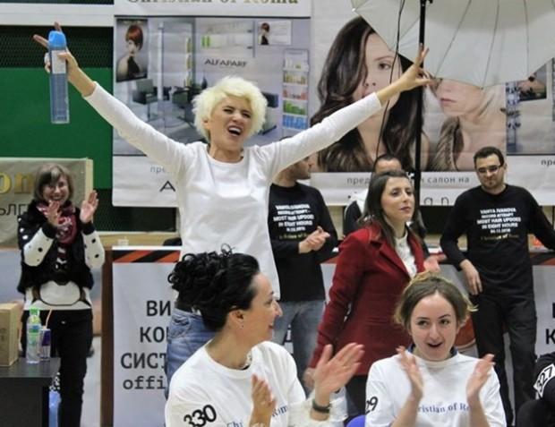 Коафьорката факир Ваня Иванова влезе в Книгата на рекордите в