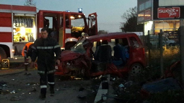 Дарик Четирима души са с опасност за живота след катастрофа