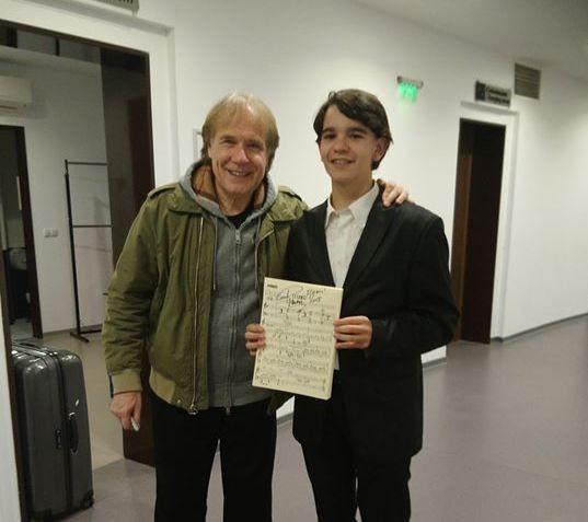 Фейсбук Българският Клайдерман, както наричат виртуозният млад пианист Тонислав Троев