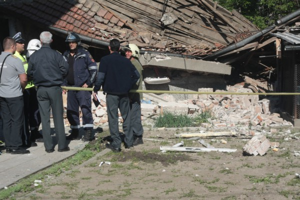 АрхивПри извършения оглед огнеборците установили, че причина за взрива е