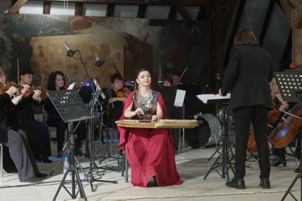 Концертната зала на Градската художествена галерия във Варна отново се