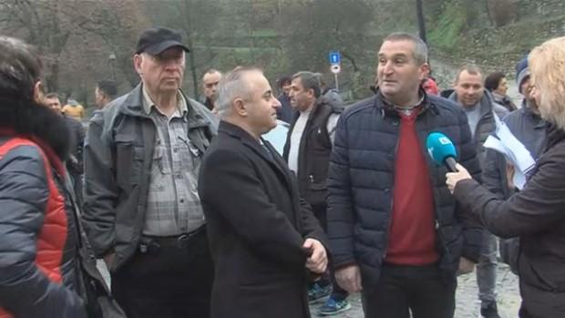 Жителите на най-малкия български град Мелник на протест. Хората настояват