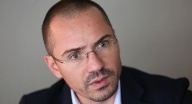 Хванаха евродепутата Ангел Джамбазки да шофира с алкохол в кръвта.