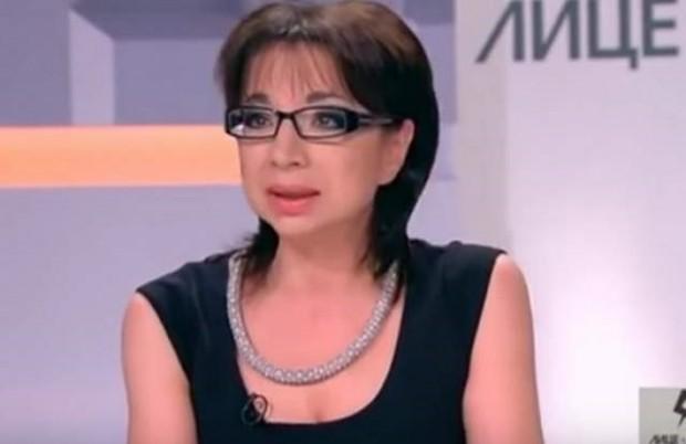бТВПерфектно гладкото и винаги свежо лице на журналистката се дължи