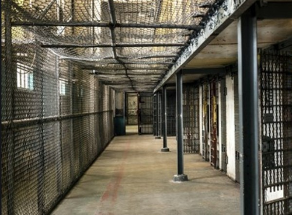 Гръцки магисграти дадоха доживотен затвор на 60-годишен грък, който според