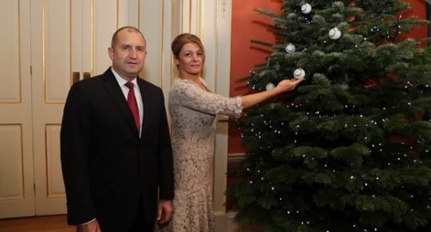 Съпругата на президента Десислава Радева не мели брашно с родителите