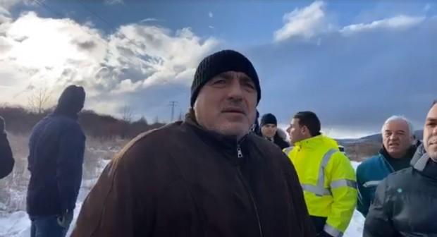 ПремиерътБойко Борисовпосети Перник, за да проследи работата по изкопаването на