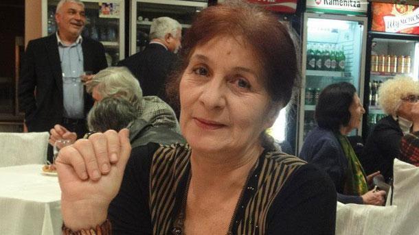 Уличен бандит преби и ограби поетесата Надя Попова, главен редактор