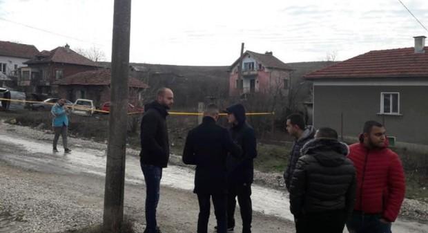 Сигнал за открито тяло на 18-годишно момиче в дома му