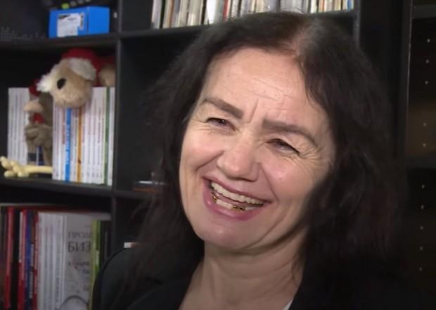 Сутрин - хигиенистка, вечер – диджейка - 57-годишната Сарина Сафойева