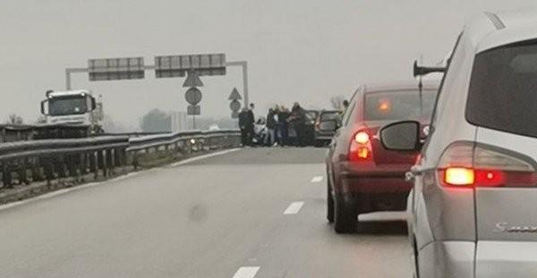 Фейсбук> Семейство оцеля по чудо след катастрофа на автомагистрала