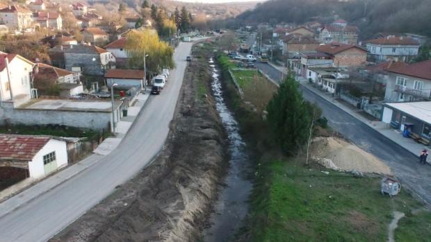 Почистване на охранителните канали и дерета се извършва във Варна.