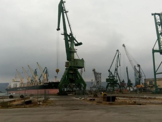 ИлюстрацияСградите са разположени на пристанищен терминал Варна-Изток и са със