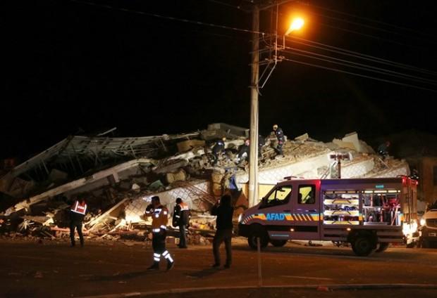 ReutersНай-малко 19 души са загинали при вчерашното земетресение в Източна